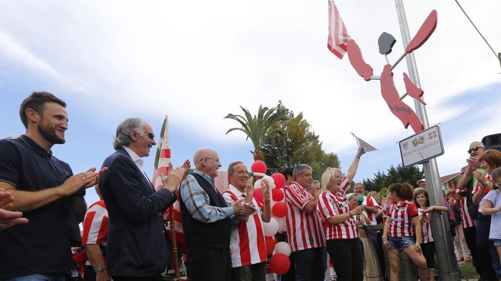 Se inauguró en Gamiz-Fika la Calle Athletic, con Iribar, Gurpegi y Argoitia presentes
