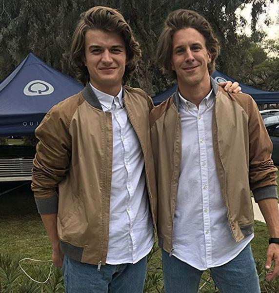 The actor Joe Keery with his double.