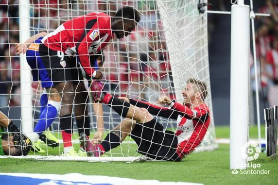 Williams y Muniain durante un partido de LaLiga frente al Alavés (LaLiga)