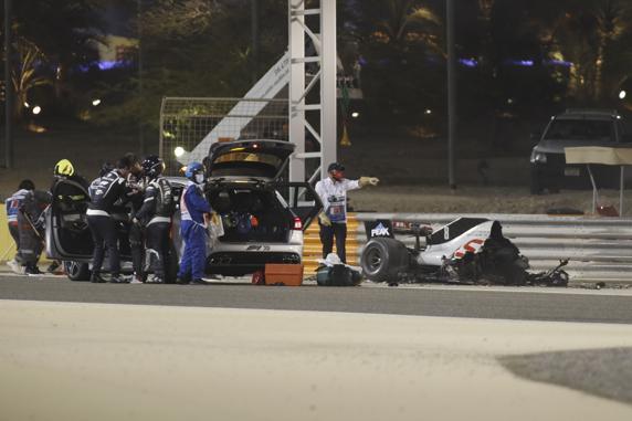 El coche de Grosjean quedó partido por la mitad