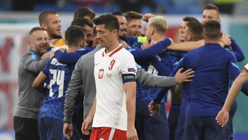 Eslovaquia frena a Lewandowski y derrota a Polonia