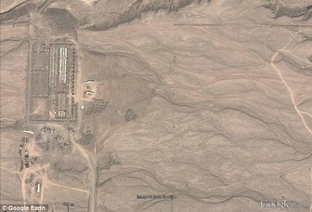 La imagen superior, muestra la cimentación de las construcciones en Junio de 2011, concrétamente del edificio principal