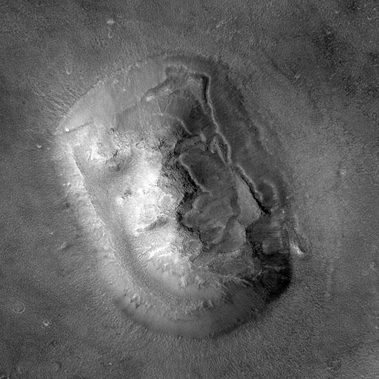 Fotografia tomada en 2001 por la sonda Mars Global Surveyor  (yo personalmente tengo dudas sobre su veracidad)