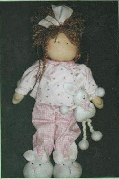 Muñeca de trapo Marina en pijama con su conejito