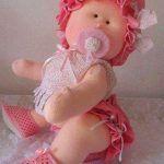 Bebé niña en rosita en fieltro con moldes