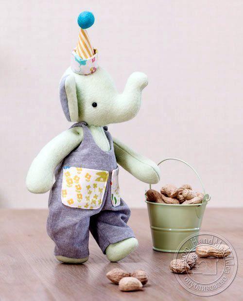 Elefante en fieltro con moldes