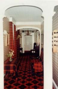 Pasillo Boleskine House e1338653689195 194x300 Boleskine House, Puerta al Infierno