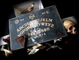 Aleister Crowley y la Ouija Ouija, un portal dimensional en tus manos