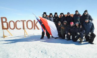 Equipo cientifico en el lago Vostok Científicos rusos descubren una bacteria de origen desconocido en la Antártida