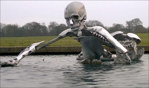 La extraña escultura transhumanista de Bilderberg.