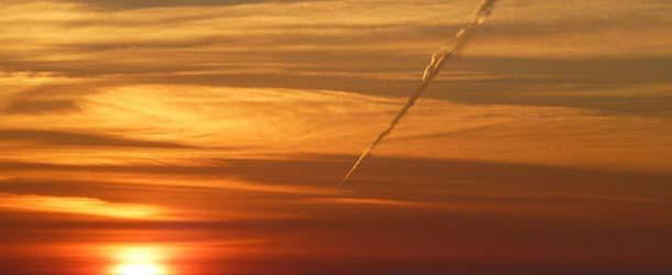 """Fotografían un """"OVNI"""" cayendo sobre los cielos de Inglaterra"""