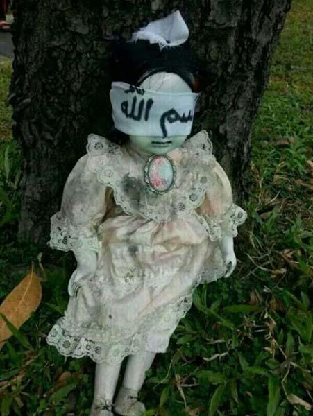 Une poupée possédée terrorise Singapour - Une poupée possédée terrorise les habitants de Singapour