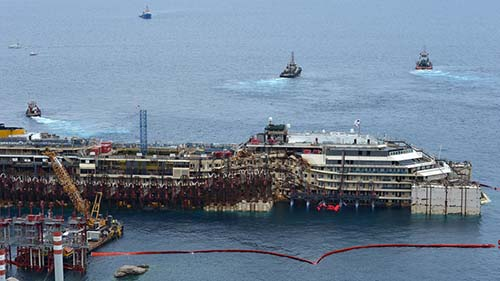 costa concordia Fotografían una figura espectral en el interior del Costa Concordia