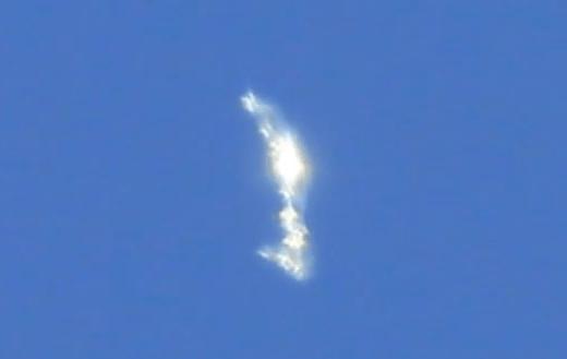 formacion luminosa milan Graban una misteriosa formación luminosa en los cielos de Milán