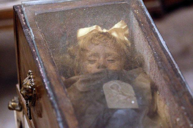 Rosalía Lombardo momia