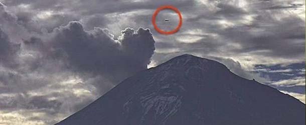 Las cámaras web del volcán Popocatépetl vuelven a grabar un OVNI en forma de cigarro