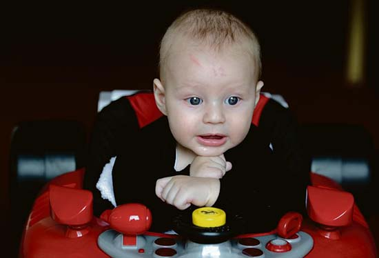bébé est né front numéro 12 - Un bébé est né avec le numéro 12 marqué sur son front