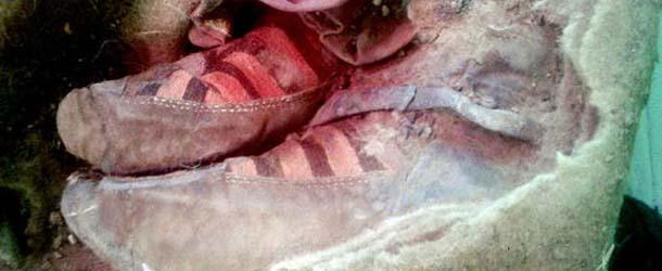 Hallan en Mongolia una momia de 1.500 años con botas Adidas