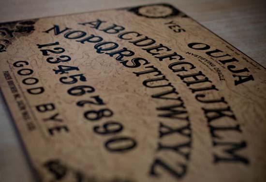 possessions démoniaques le ouija - possessions démoniaques à travers le tableau ouija