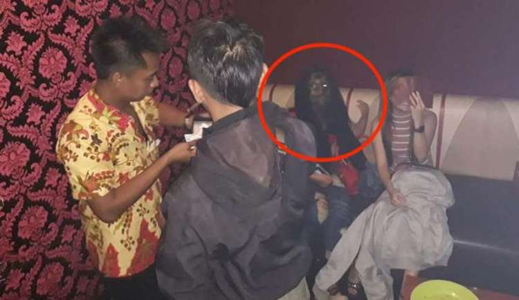 img empty - Spooky image shows a vampiric ghost during a raid in an Indonesian bar