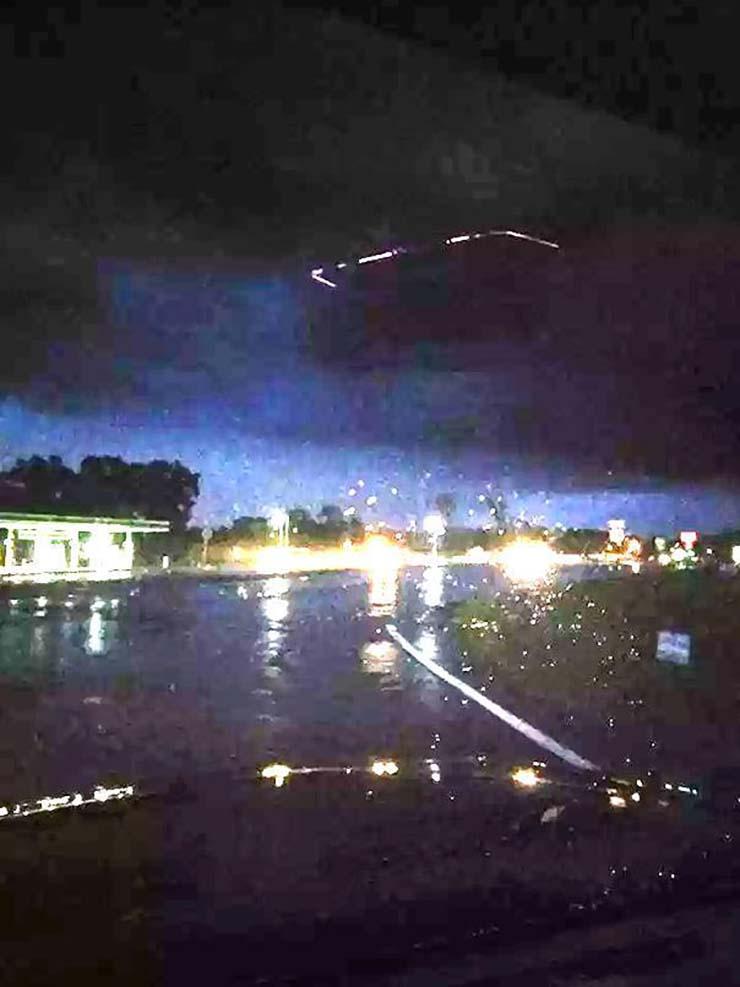 UFO North Carolina - Photograph a spectacular square-shaped UFO on a highway in North Carolina square shaped UFO