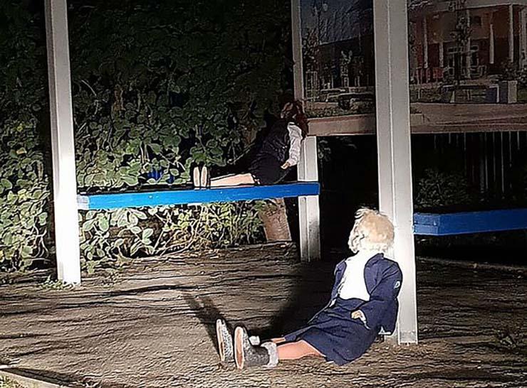 poupées vaudou sans yeux - Panique dans une ville russe pour l'apparition mystérieuse de dizaines de poupées vaudou avec des aiguilles et sans yeux