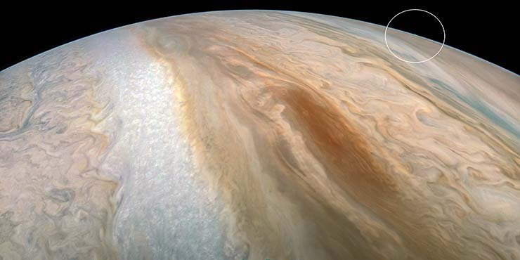 UFO in Jupiter - Social networks burn with a controversial NASA image showing a huge UFO on Jupiter
