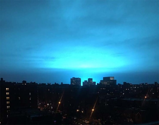 mysterious blue light UFOs - A video shows a UFO formation at the moment when a mysterious blue light illuminates New York at night