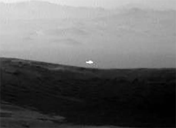 light white mars - Image from NASA shows a mysterious white light on Mars and nobody knows its origin