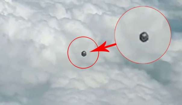 ovni cubo colombia 850x491 - Un piloto de la aerolínea Viva Air graba un OVNI en forma de cubo sobre Colombia