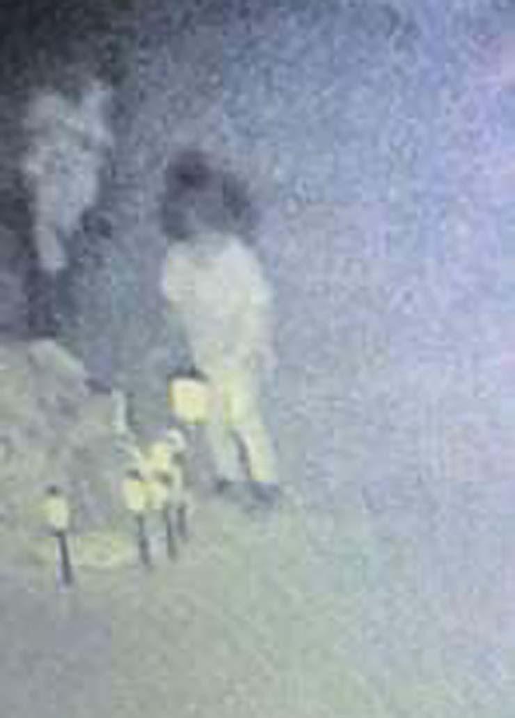 fille fantôme assassinée depuis deux ans - Une caméra de sécurité capture le fantôme d'une fillette de deux ans assassinée en visite sur sa tombe