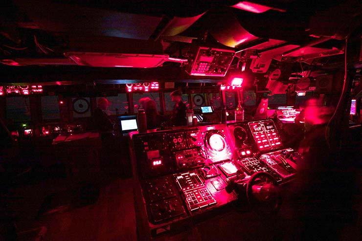 OVNIS Destroyer - Des dizaines d'OVNIS chassent les destroyers de l'US Navy en haute mer
