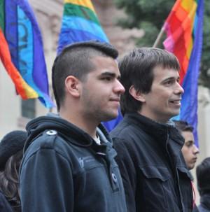 Sergio López y Simón Cazal, la primera pareja de turistas gays casados en Rosario, Argentina.