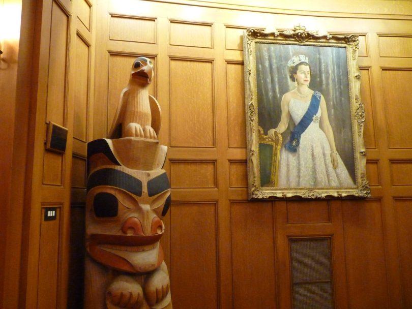 Rainha e Totem Canadá Mundo Indefinido