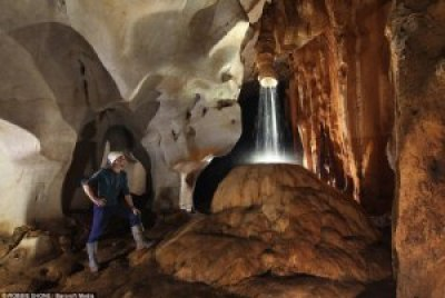 Exploradores británicos trazan una red 'sin fin' de cuevas debajo de la selva de Borneo 1