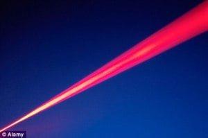 Científicos planean un láser lo suficientemente potente como 'para romper el tejido del espacio'