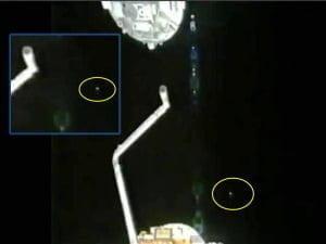La cámara de la ISS sigue un OVNI – la NASA corta de nuevo la transmisión – 17 de noviembre 2011