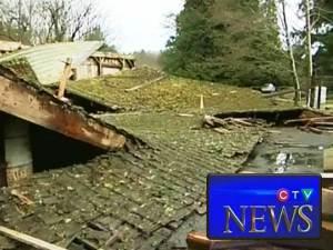 Temblores misteriosos derriban un granero en la Isla de Vancouver, BC, Canadá – 15 de marzo 2012