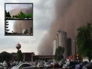 gustnado iowa sandstorm1 - Freak Gustnado Mixes With Dirt, Engulfs Town in Iowa May 4, 2012