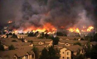 Un incendio de proporciones épicas destruye algunos barrios de Colorado Springs 2