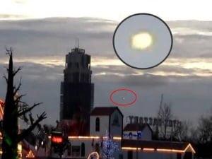 OVNI en el cielo sobre Winter Wonderland, Londres, Reino Unido – 02 de diciembre 2012