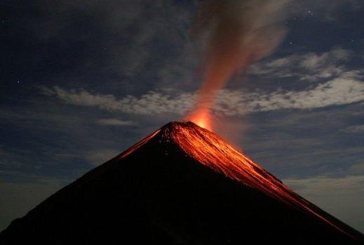 Se informó de un aumento de la actividad en volcanes en Ecuador, Italia y Guatemala