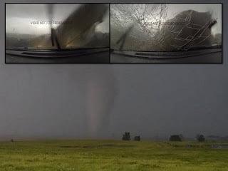 Peligro de cerca: Vídeo muestra a cazadores de tormentas atrapados en poderoso tornado en Oklahoma – junio 2013