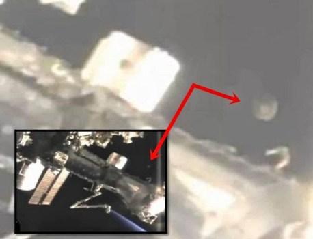 Increíble OVNI rotando cerca de la Estación Espacial Internacional