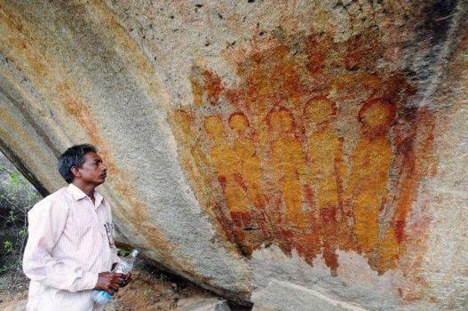Pinturas rupestres con extraterrestres y OVNIs (de 10.000 años)