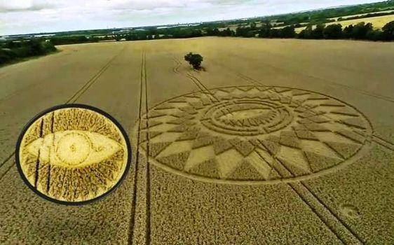 Último círculo de la cosecha muestra el Ojo de Horus en Nettle Hill