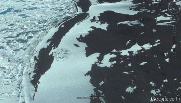 Antiguas ruinas encontradas en la Antártida en Google Earth