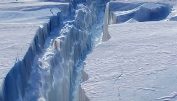 Enorme grieta de 130 km se extiende por la plataforma de hielo de la Antártida
