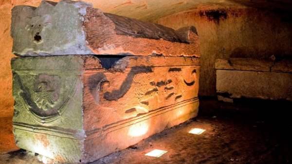 Encuentran Seres Reptilianos dentro de un Sarcófago