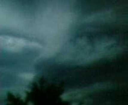 Increíble rastro de unos ojos en el cielo tras un huracán en Kerch